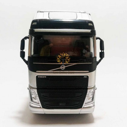 Welly 1:32 Die-cast Volvo FH 6 x 4 Wheel Tractor Truck Model Silver with Box Collection Christmas New Gift